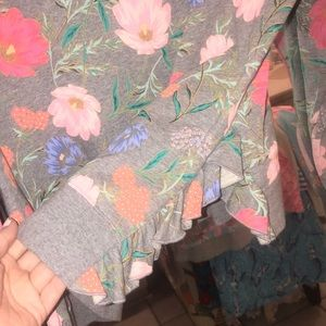 41312483e31 kate spade Tops - 🌼 Kate Spade blossom crop pullover 🌼